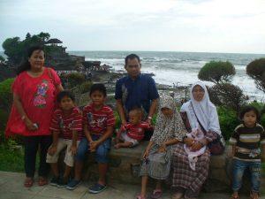 Wisata Tanah Lot beserta Family