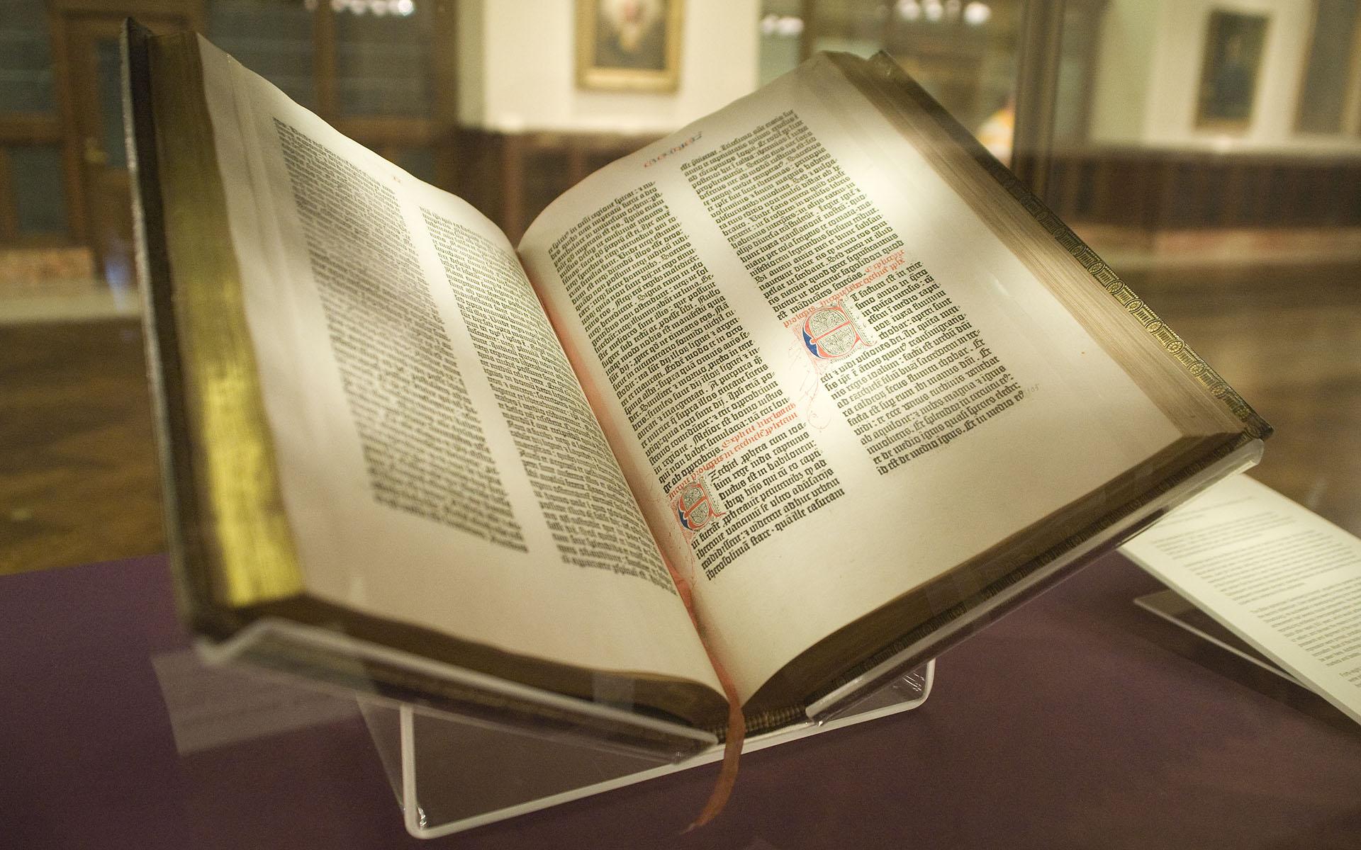 Самая старая библия в мире 5 фотография