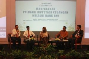 Menjadi narasumber  dalam acara Talkshow Amnesti Pajak dengan Nasabah Emerald Bank BNI dengan judul Manfaatkan Peluang Investasi Keuangan Melalui Bank BNI di Hotel Horison, 8 Agustus 2016.